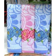 Банное полотенце в цветочках