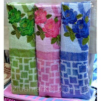 Банное полотенце розы с абстракцией