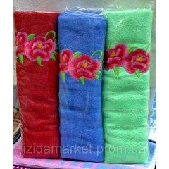 Банное полотенце - красные цветы