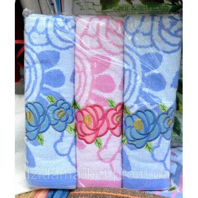 Махровое полотенце для лица - цветы на белом фоне
