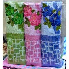 Махровое полотенце для лица - с вышитыми розами